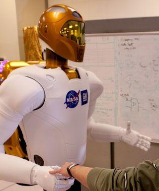 R2 el primer humanoide que twiteará desde el espacio