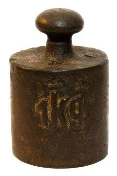 Una pesa de un kilo, antigua y oxidada