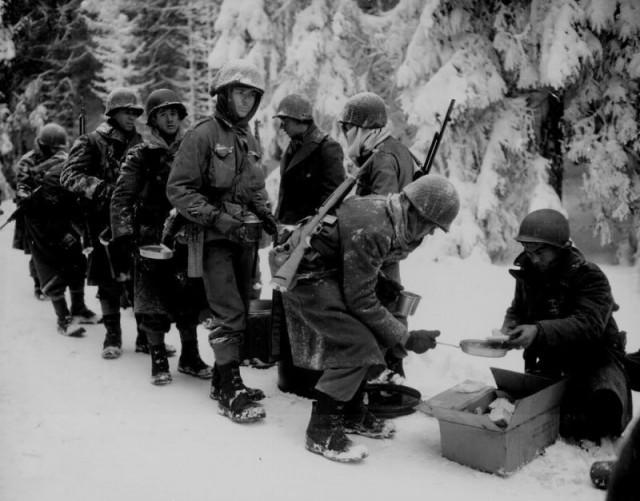 Invierno y hambre. Soldados de la 87ª División de Infantería.  La Roche, Bélgica