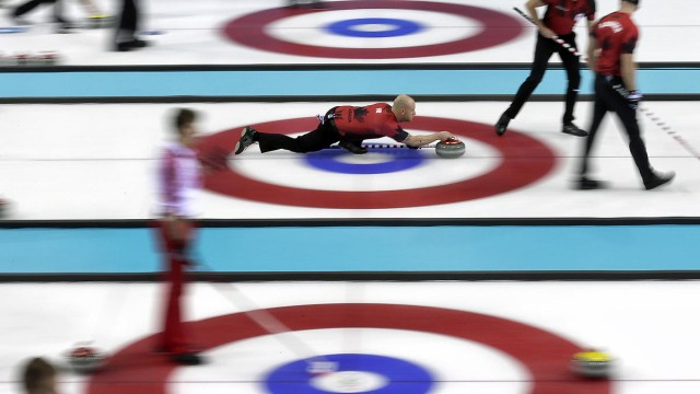 Curling-the-path-of-a-curling-stone-640x360