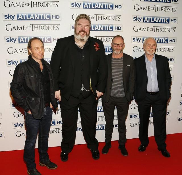 Kristian Nairn junto a otros miembros del reparto. Fuente