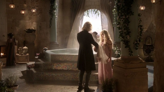 Viserys y Daenerys antes de entrar en un baño hirviendo. Fuente