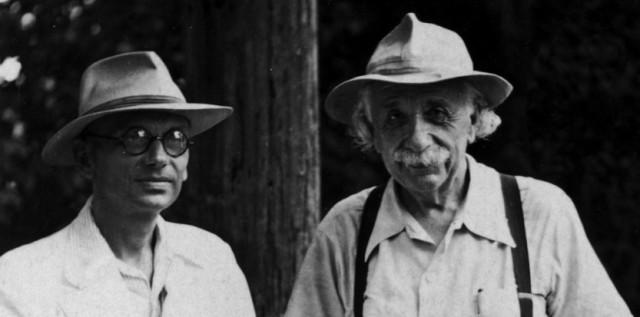 Gödel y Einstein, compartiendo un paseo veraniego en el campus de Princeton.
