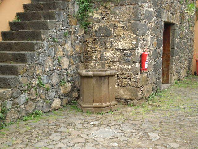 Brocal del supuesto pozo en el que se habría arrojado Catalina. Foto Ricardo Campo