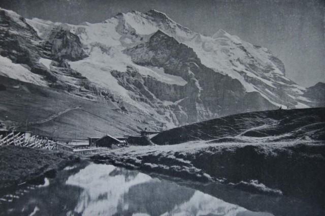 El puerto del Kleine Scheidegg en 1911. Pueden apreciarse la línea férrea y la boca del túnel.