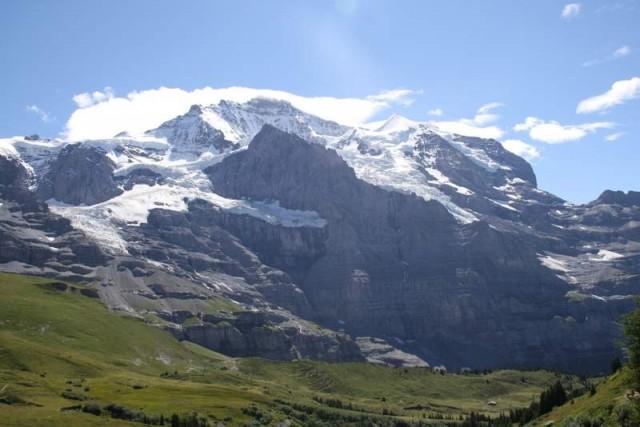 La Jungfrau en la actualidad. El Silberhorn (el Celebdil de Tolkien) es el pico nevado que se aprecia a la derecha de la cumbre.
