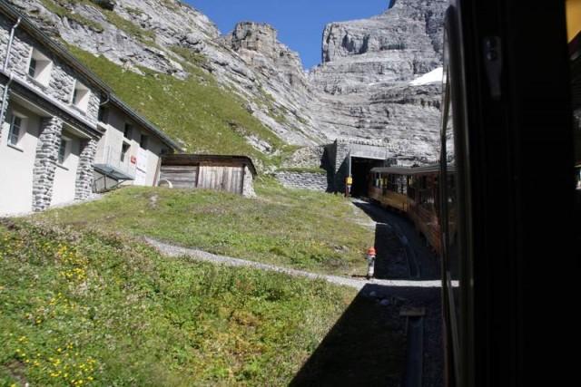 El ferrocarril de la Jungfrau entrando en el túnel.