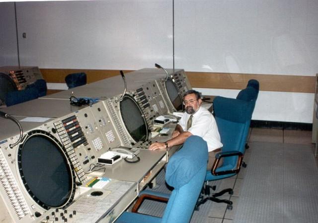 Vista parcial del complejo subterráneo de Pegaso (centro de mando y control), Base Aérea de Torrejón. En la imagen, uno de los autores (V.J. Ballester Olmos).