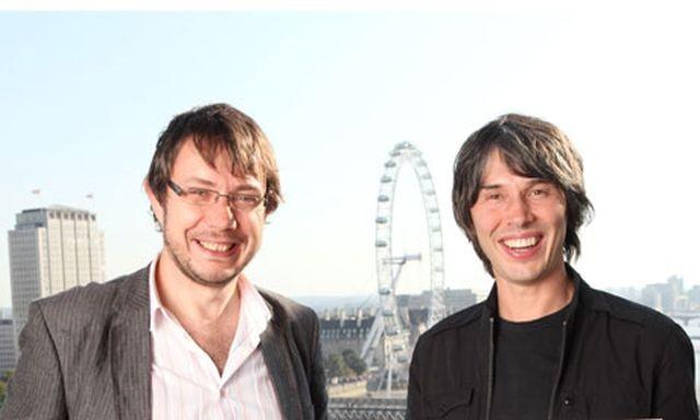 Jeff Forshaw junto a Brian Cox en la presentación de su libro ¿Por qué E = mc²?
