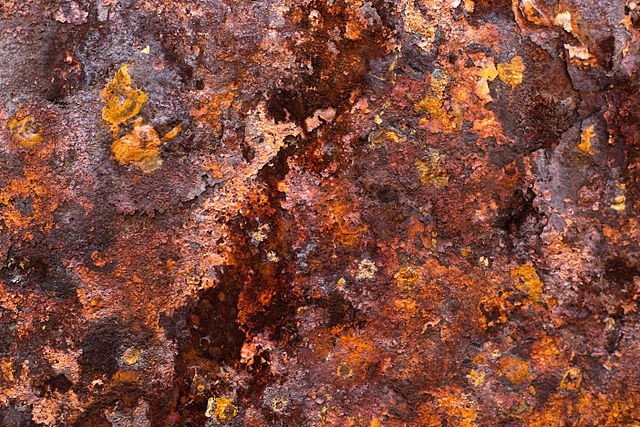 640px-Rust_on_iron-640x427