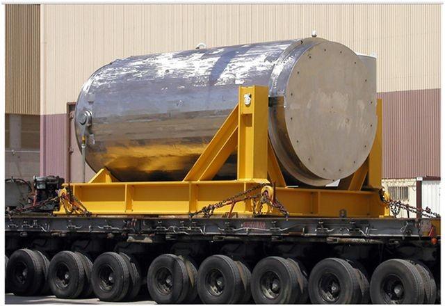 Contenedor destinado al trasporte de combustible gastado. Estos contenedores han superado ensayos en condiciones extremas como es el impacto contra el de una locomotora a más de 130 km/h. Fuente: ENRESA.