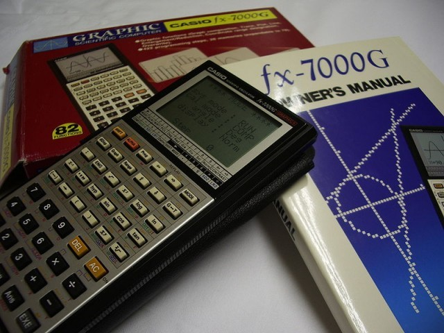800px-Casio_fx-7000G_BoxManual-640x480