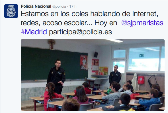 «Estamos en los coles hablando de Internet, redes, acoso escolar... Hoy en @sjpmaristas #Madrid participa@policia.es».