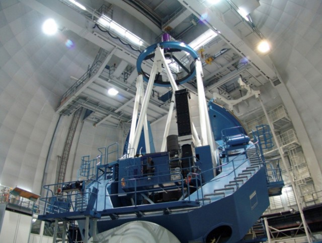 Telescopio Zeiss de 3.5m del Centro Astronómico Hispano-Alemán de Calar Alto (CAHA), donde está instalado el nuevo instrumento CARMENES para la búsqueda de exotierras. Crédito: Max-Planck-Institut für Astronomie.