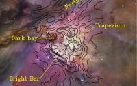 Composición en color de la nebulosa de Orión (M42) tomada en luz visible con el telescopio espacial Hubble (Robberto et al., 2013). La nube molecular de Orión, donde se desarrollan nuevas protoestrellas, se encuentra detrás de la nebulosa ionizada. Los contornos negros muestran la emisión de C+ en el infrarrojo lejano detectada con Herschel-HIFI, trazando la piel iluminada de la nube (Goicoechea et al., 2015).