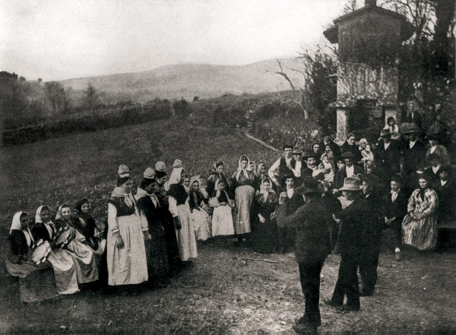 Regueifa tradicional en Noia. Fuente original: Consello da Cultura Galega