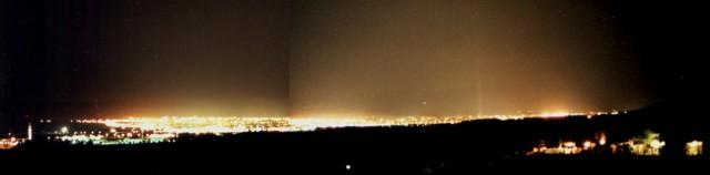 Figura 2: Contaminación lumínica en Córdoba, tal y como era en 1999, vista desde sólo 15 kilómetros de distancia sobre la sierra de Alcolea. En esta época trabajé con la Agrupación Astronómica de Córdoba para estudiar el problema en nuestra ciudad. Crédito: Ángel R. López-Sánchez.
