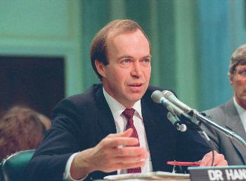 El climatólogo James Hansen en su testimonio ante el senado en 1988.