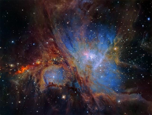 Espectacular imagen de la región de formación estelar de la nebulosa de Orión conseguida por múltiples exposiciones obtenidas con la cámara infrarroja HAWK-I, instalada en el VLT (Very Large Telescope) de ESO, en Chile. Esta es la visión más profunda jamás obtenida de esta región y revela más objetos débiles de masa planetaria de lo esperado. Crédito: ESO/H. Drass et al., con ligera modificación de contraste/colores por Ángel R. López-Sánchez.