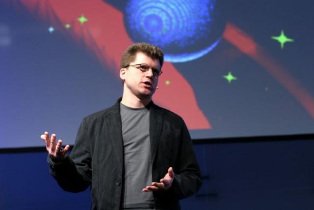 El físico alemán Martin Bojowald, nacido en 1973, ha trabajado en el instituto Max Planck de Alemania y en la actualidad imparte clases en la Universidad Estatal de Pensilvania. Es el autor del libro de divulgación científica Antes del Big Bang (Debolsillo, 2015).