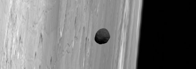 Una de las imágenes que mejor ilustra la cercanía de Fobos a Marte, obtenida por la sonda Mars Express en noviembre de 2010