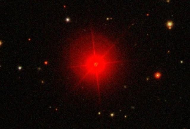 IK Tau. Créditos: Sloan Digital Sky Survey