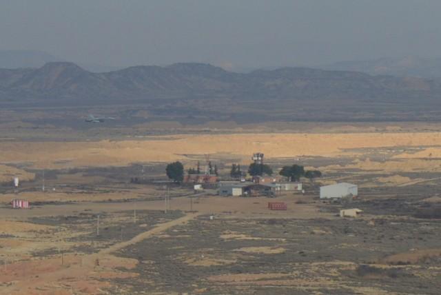 Torre principal del Campo de tiro de Bardenas Reales, vista desde el observatorio (Foto: J. Plaza)