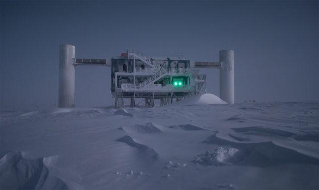 IceCube-surface-640x382