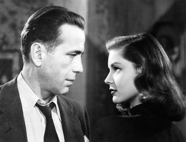 La mítica pareja cinematográfica que dio nombre a una disfonía vocal conocida como 'Síndrome Bogart-Bacall' (Imagen vía Pixabay.com)