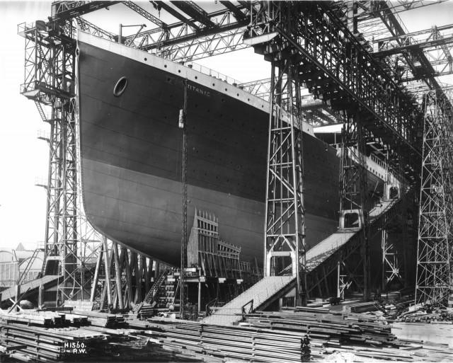 El Titanic en las gradas del astillero de Belfast, entre 1909 y 1911.