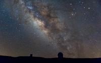 La Vía Láctea sobre el Observatorio del Roque de Los Muchachos (La Palma) en agosto de 2016. Crédito: Ángel R. López-Sánchez (AAO/MQU).