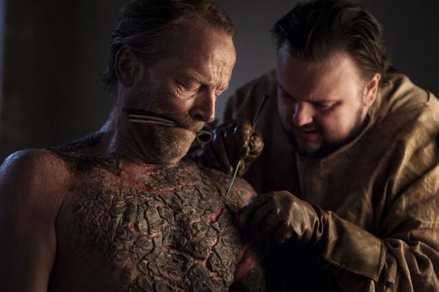 Samwell tratando a Ser Jorah. Fuente