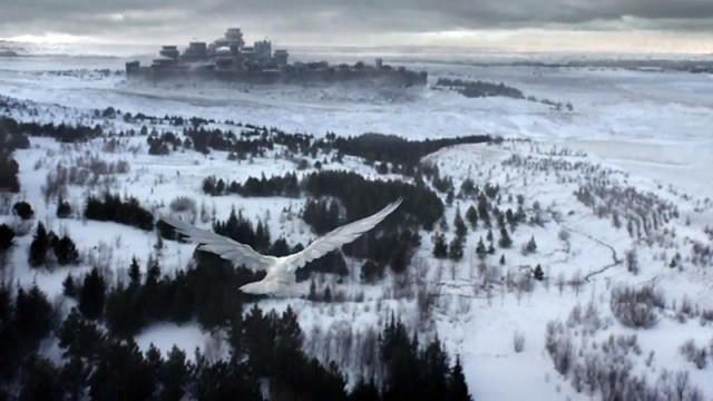 Un cuervo blanco llegando a Invernalia en el episodio 6x10. Fuente