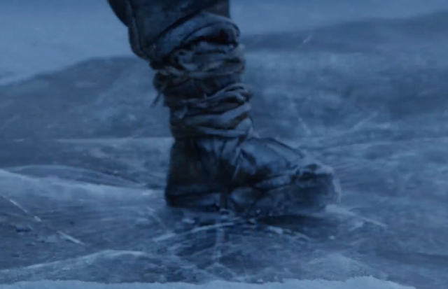 La fina capa de hielo rompiéndose bajo los pies de nuestros héroes