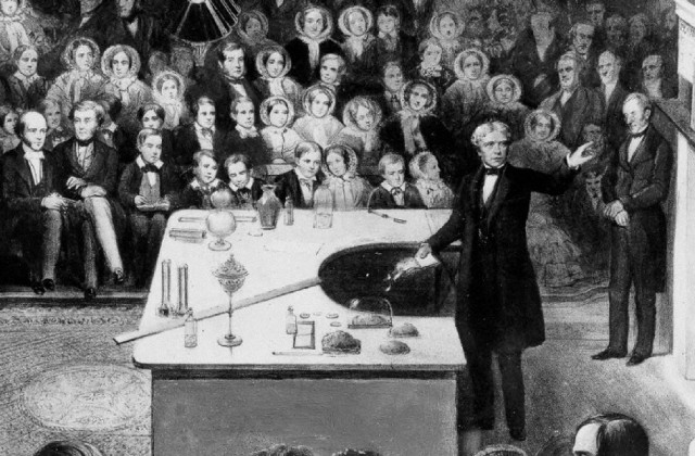 Faraday en una de sus conferencias. Fuente.