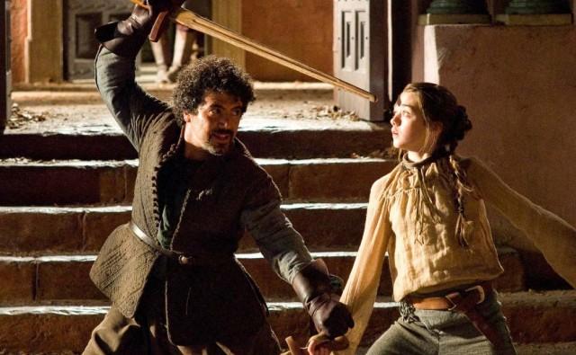 Arya entrenando con Syrio. Fuente