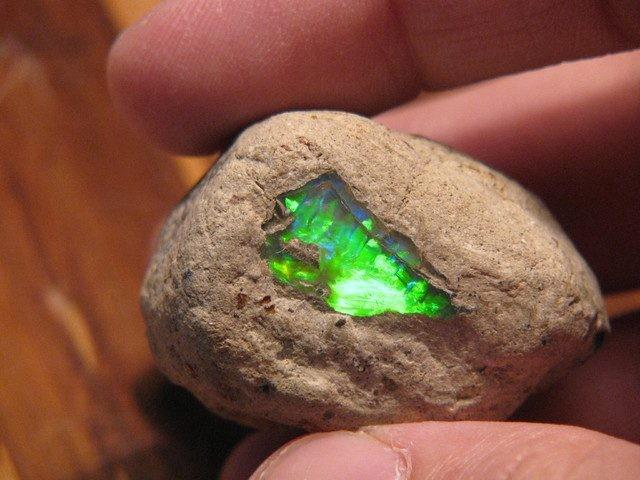 green-opal-in-stone-640x480