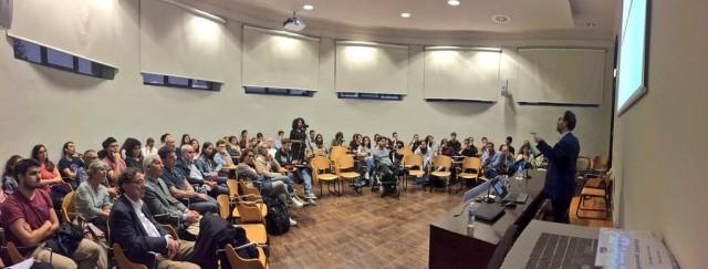 Lluís Montoliu impartiendo una charla de divulgación científica sobre las herramientas de edición genética CRISPR en el Museo de Ciencias Naturales de la Universidad de Zaragoza, 18 de octubre de 2017.