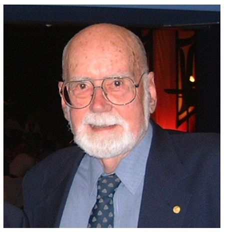 El doctor Donnall Thomas, cuyos experimentos tratando perros abrieron la puerta para el trasplante de médula entre personas. Recibió el Nobel de medicina en 1990.