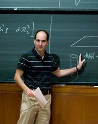 Juan Maldacena, físico argentino. Aunque en el cuento utilizamos este nombre, es pura coincidencia.