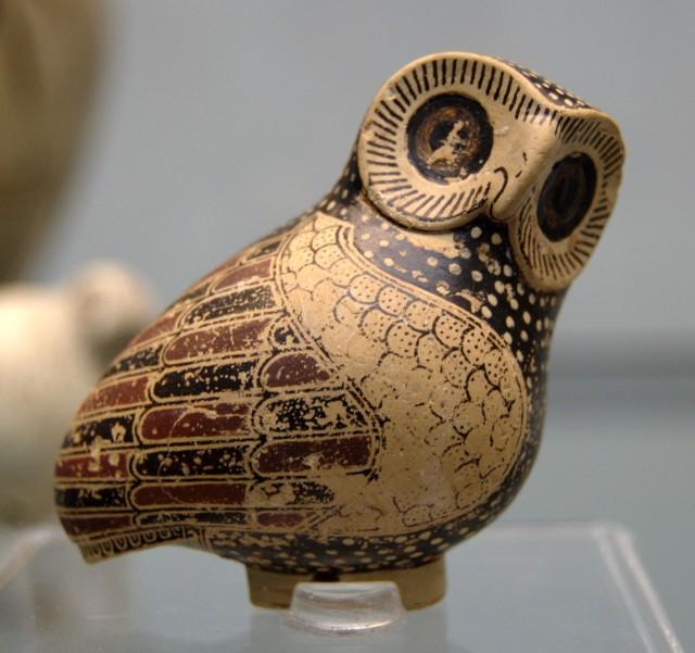 Escultura protocorintia con forma de lechuza. Fuente