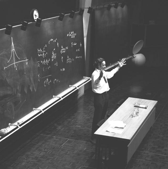 Feynman durante la lección en el CERN de 1970 (Fuente: CERN document server)