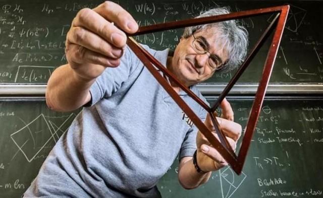 Carlo Rovelli, Físico italiano, autor de La realidad no es lo que parece (2015),  Siete breves lecciones de física (2016) o El orden del tiempo (2018)