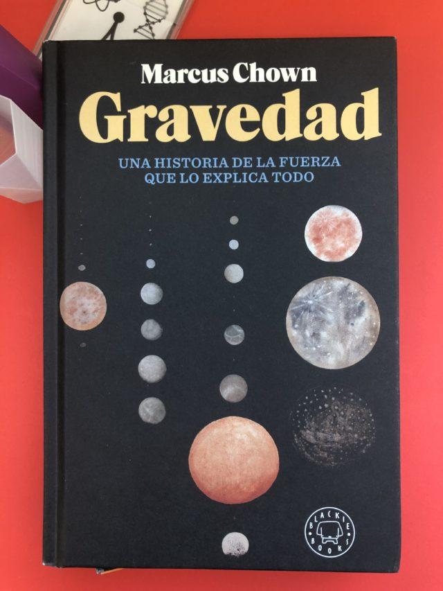 """Portada del libro """"Gravedad"""" de Marchis Chown"""