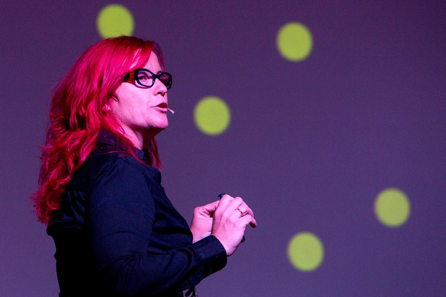 """Clara Grima """"Cada vez hay más gente que divulga ciencia, pero aún notamos que hablamos para nosotros mismos y quienes nos siguen"""""""